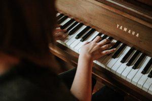 Quarentena: dicas para ficar em casa. Aprenda a tocar um instrumento